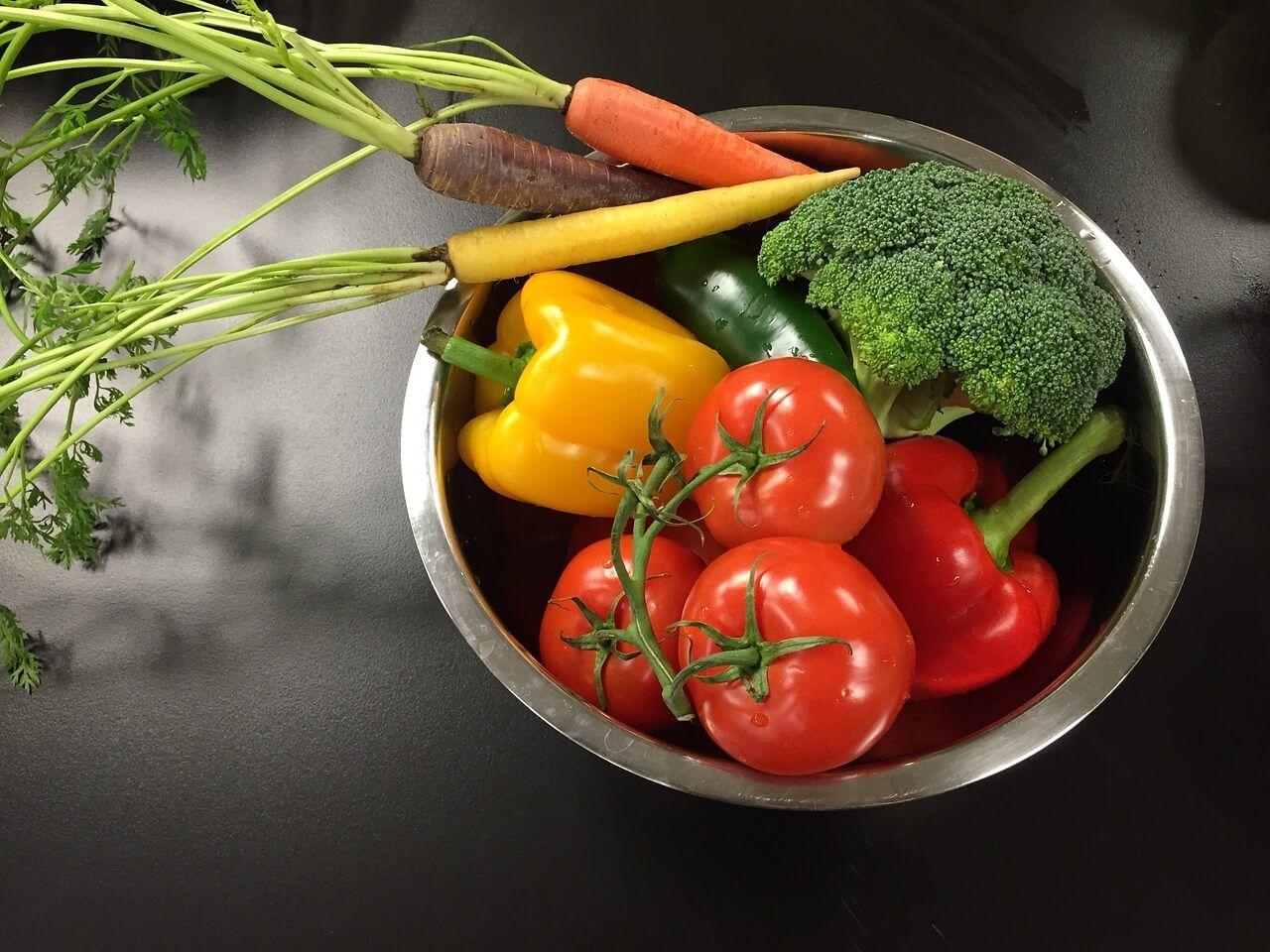 Breves pautas recomendables en alimentación. Que sin duda pueden ayudarte, durante el confinamiento que estamos sufriendo. Por Nutrisalia.